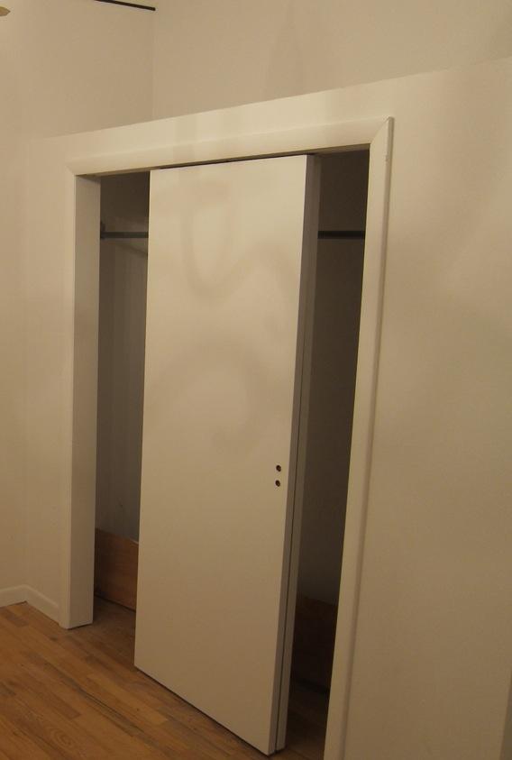 004_bedroom closet before 01