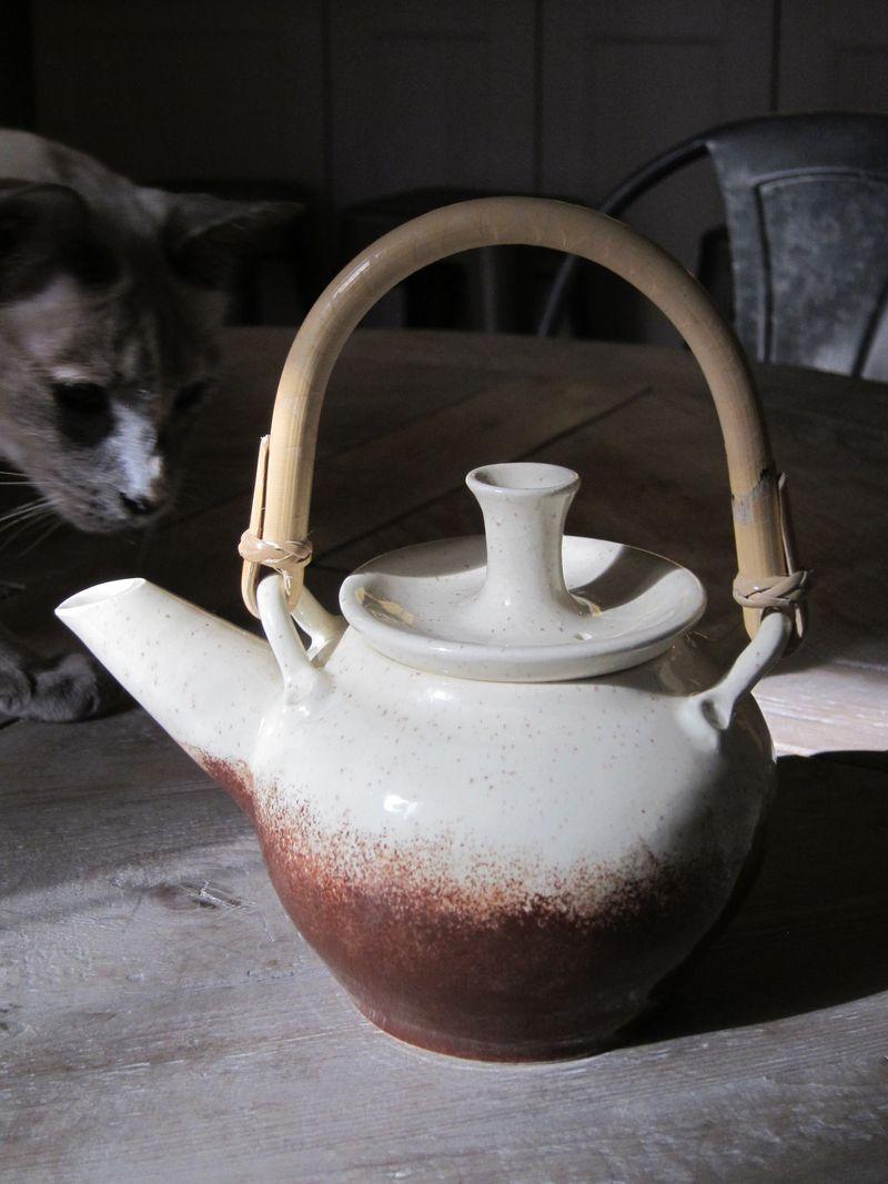 Karabouts teapot 01